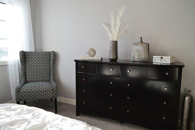 Jaka szafa do sypialni będzie najlepsza? Wszystko zależy od tego w jakim stylu mamy sypialnię i ile mamy miejsca.