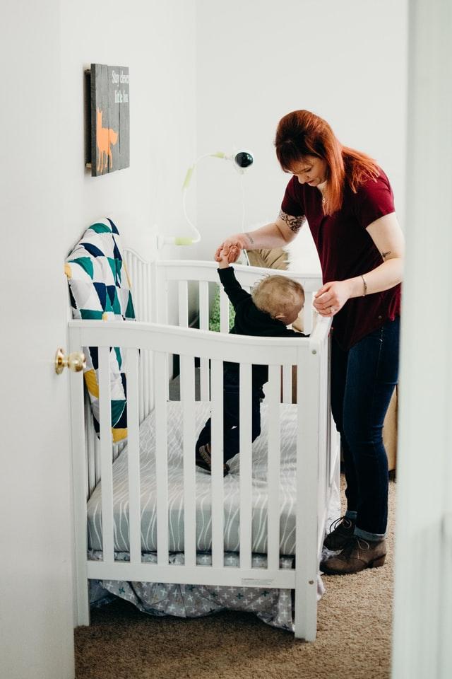 Pokój maluszka musi być ergonomicznie zaplanowany. Warto wiedzieć jak rozmieścić wygodnie różne strefy.