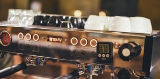 Jak wybrać ekspres do kawy? Nie jest to prosta sztuka, ale wybierając z naszym przewodnikiem znajdziesz najlepszy ekspres do kawy dla siebie!