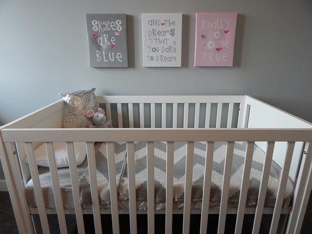 Materac dla dziecka należy dobierać do wieku dziecka, jego wagi i rozmiaru.