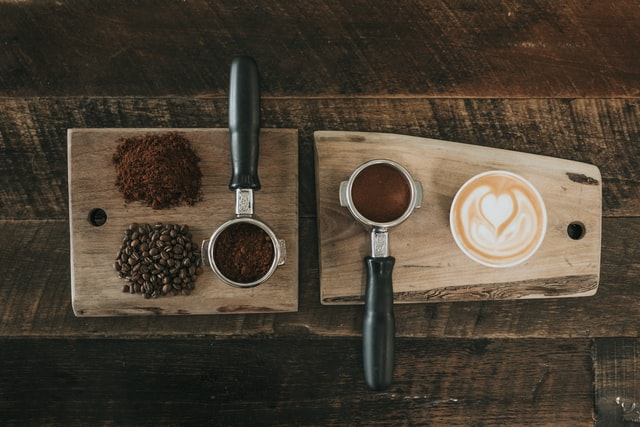 Kawa ziarnista a kawa mielona. Wybór nie jest łatwy, ale możliwy.