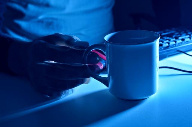 Niebieska poświata bijąca od monitora jest dla nas niebezpieczna.