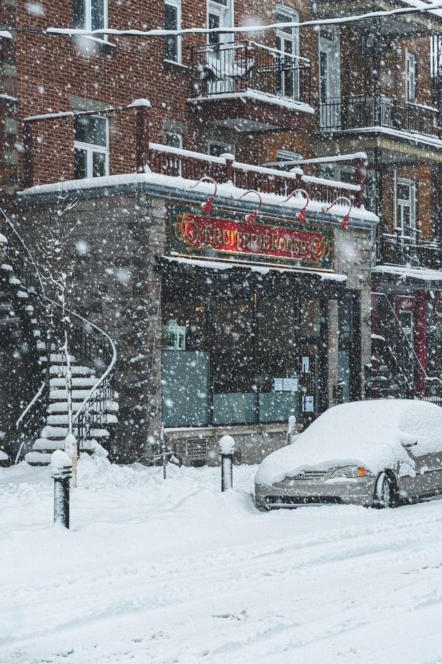 Zestaw awaryjny pomoże Ci jeśli utkniesz w śnieżycy.