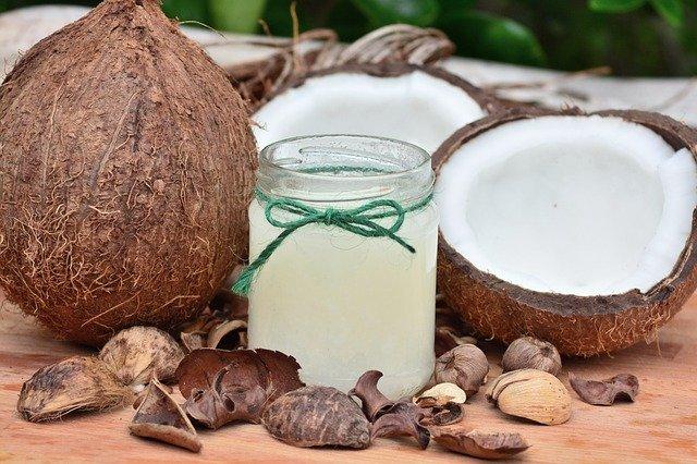 Olej kokosowy świetnie nawilża!