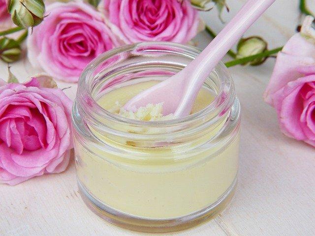 Masło do ciała to świetne nawilżenie dla suchej skóry.