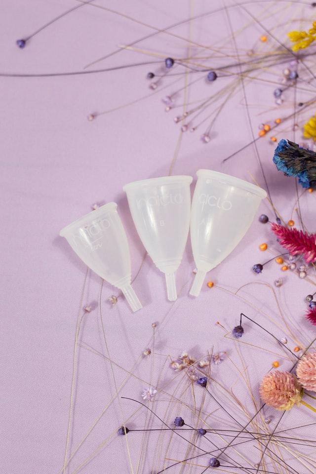 Kubeczki są dostępne w kilkudziesięciu rozmiarach i kształtach