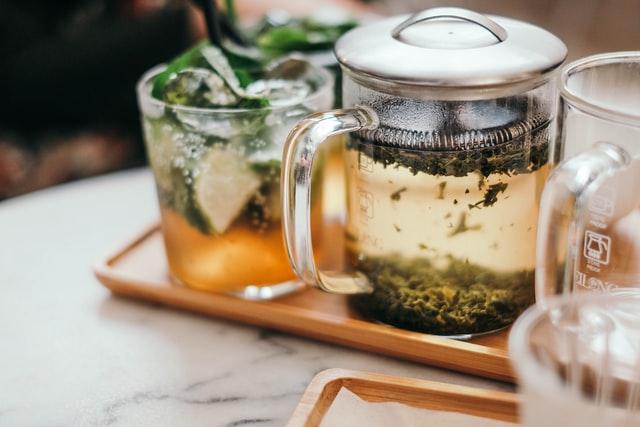 Herbatę równie dobrze można zaparzyć we French Pressie, jednak może ona wyjść zbyt mocna.
