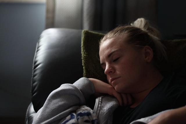 Drzemki nie są zalecane w higienie snu, ponieważ zaburzają dobowy rytm.