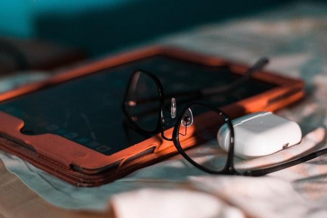 Okulary do komputera lub okulary komputerowe to nie jest nowość, ale teraz stają się popularne.