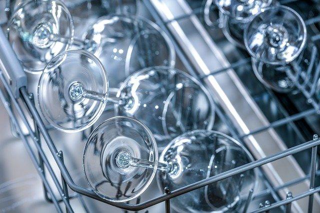 Piękne błyszczące naczynia to marzenie każdego posiadającego zmywarkę.