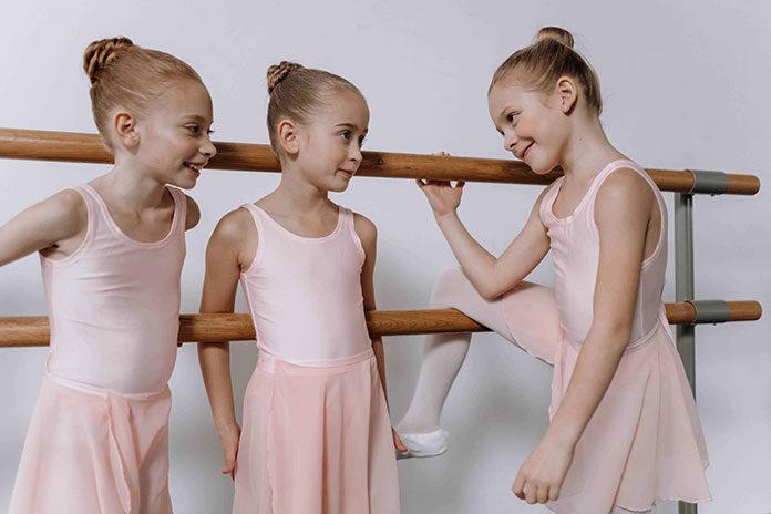 Czy warto zapisać dziecko na balet? Jakie akcesoria są konieczne do ćwiczeń